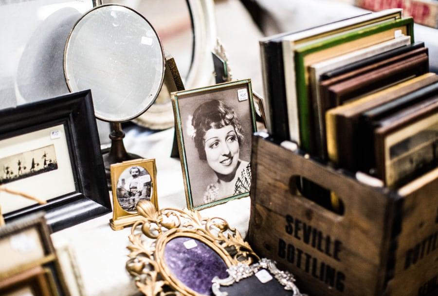 auktioner-nybro-samlarföremål-spegel-smycken-klockor-1
